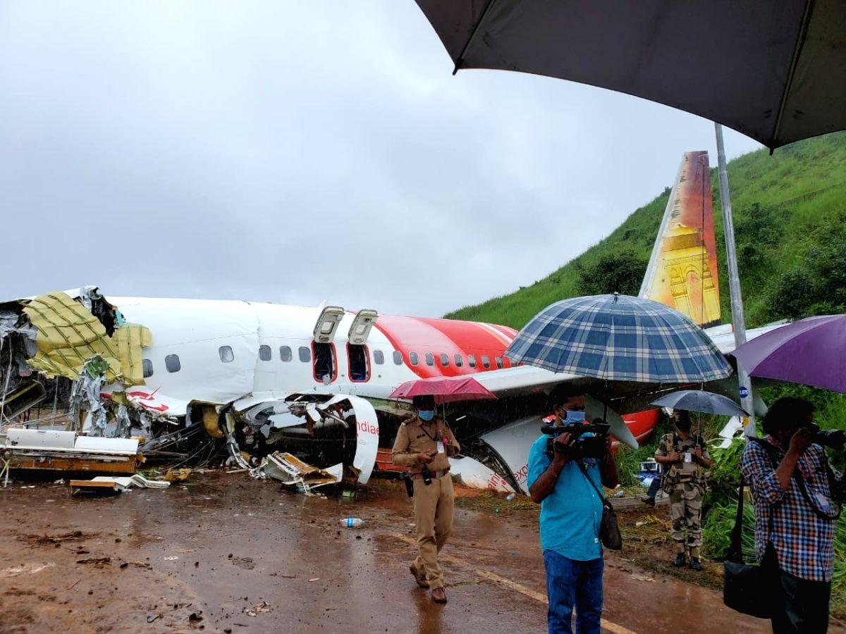 Kozhikode: Kerala Governor Arif Mohammed Khan, Chief Minister Pinarayi Vijayan and top State officials visited the Air India Express crash site at Kozhikode on Aug 8, 2020.