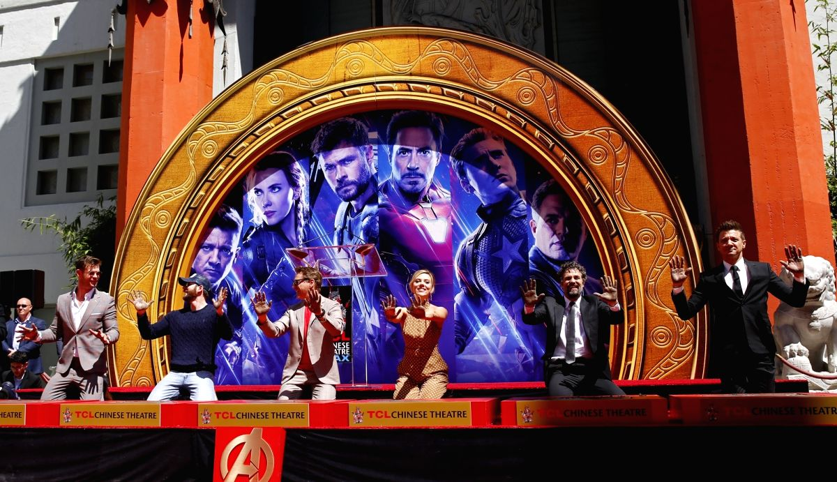 LOS ANGELES, April 24, 2019 (Xinhua) -- Actors Chris Hemsworth, Chris Evans, Robert Downey Jr., actress Scarlett Johansson, actors Mark Ruffalo, Jeremy Renner (From L to R) attend their print ceremony in the forecourt of the TCL Chinese Theater in Lo
