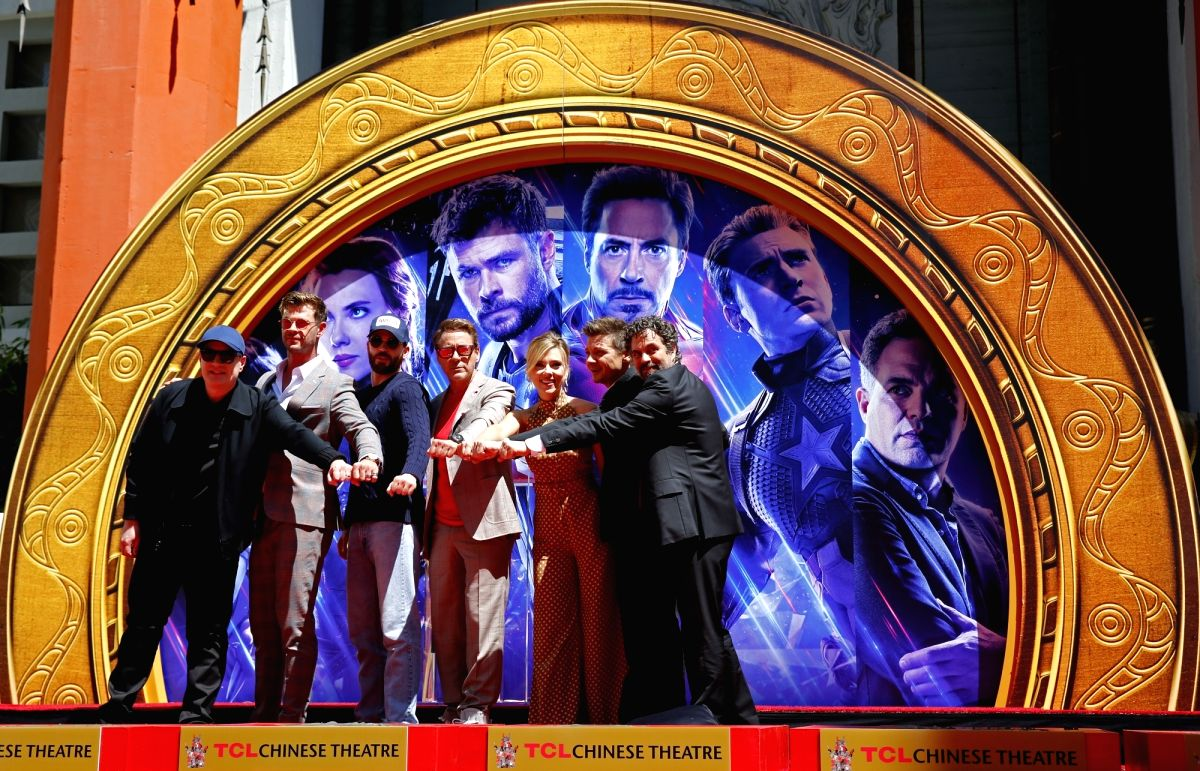 LOS ANGELES, April 24, 2019 (Xinhua) -- Marvels Studios president Kevin Feige, actors Chris Hemsworth, Chris Evans, Robert Downey Jr., actress Scarlett Johansson, actors Jeremy Renner, Mark Ruffalo (From L to R) attend their print ceremony in the for