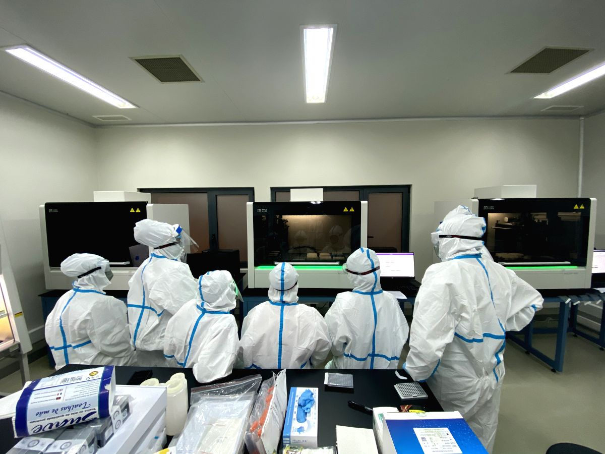 Luanda, Sept. 13, 2020 (Xinhua) -- Staff members work at a Huoyan laboratory in Luanda, Angola, Sept. 11, 2020. Angolan government entrusted China Shenzhen BGI group with the construction of five Huoyan, or Fire Eye, laboratories for the detection of