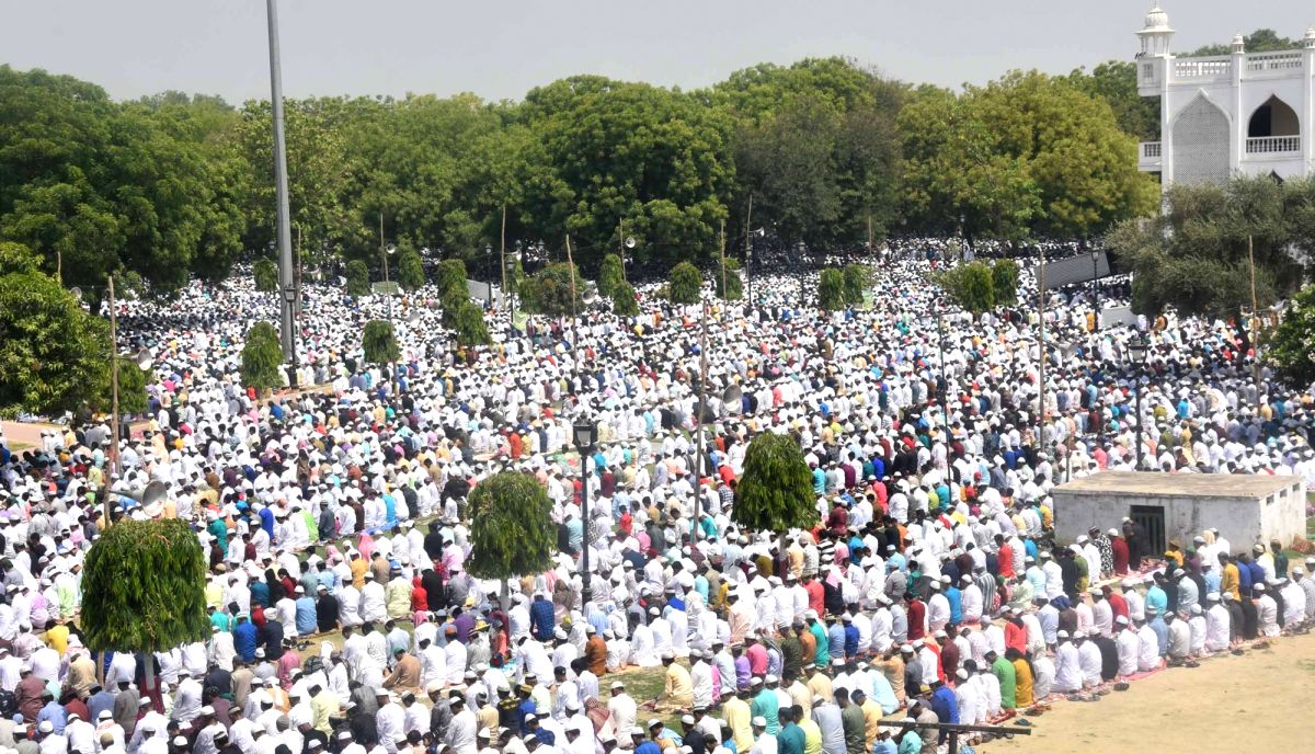 Lucknow: People offer Eid-ul-Fitr namaz at Aishbagh Eidgah in Lucknow on June 5, 2019.