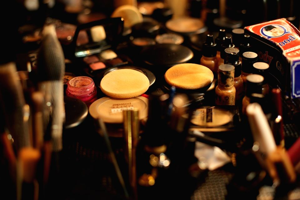 Make-up kit essentials for summer vacations.