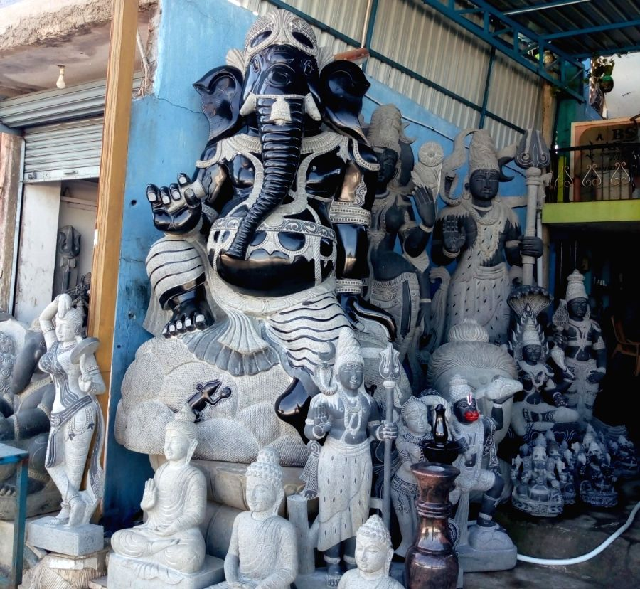 At the world-famous sculpture town of Tamil Nadu's Mamallapuram, formerly Mahabalipuram, the sculpting business transcends the religious divide.