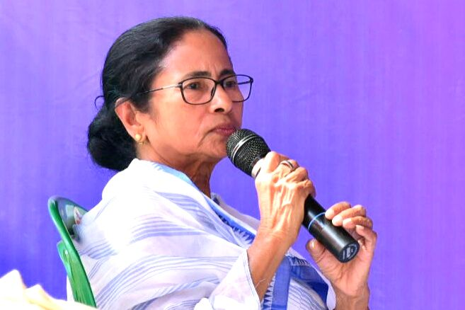Local trains suspended in Bengal, Mamata announces curbs