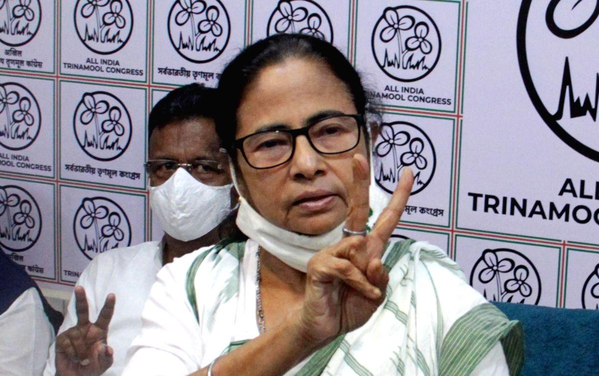 Mamata holds mega roadshow with women activists to counter BJP (Photo: Kuntal Chakrabarty/IANS)
