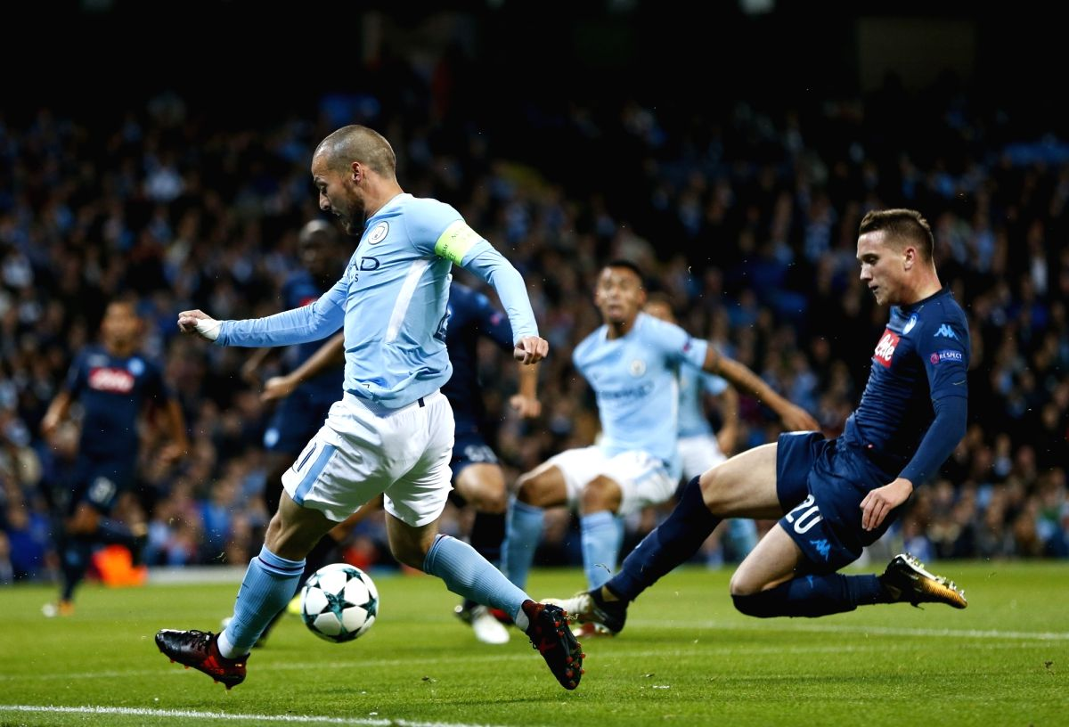 MANCHESTER, Oct. 18, 2017 (Xinhua) -- David Silva (L) of Manchester City vies with Piotr Zielinski of Napoli during the UEFA Champions League Group F match between Manchester City and Napoli at Etihad Stadium, in Manchester, Britain on Oct. 17, 2017.
