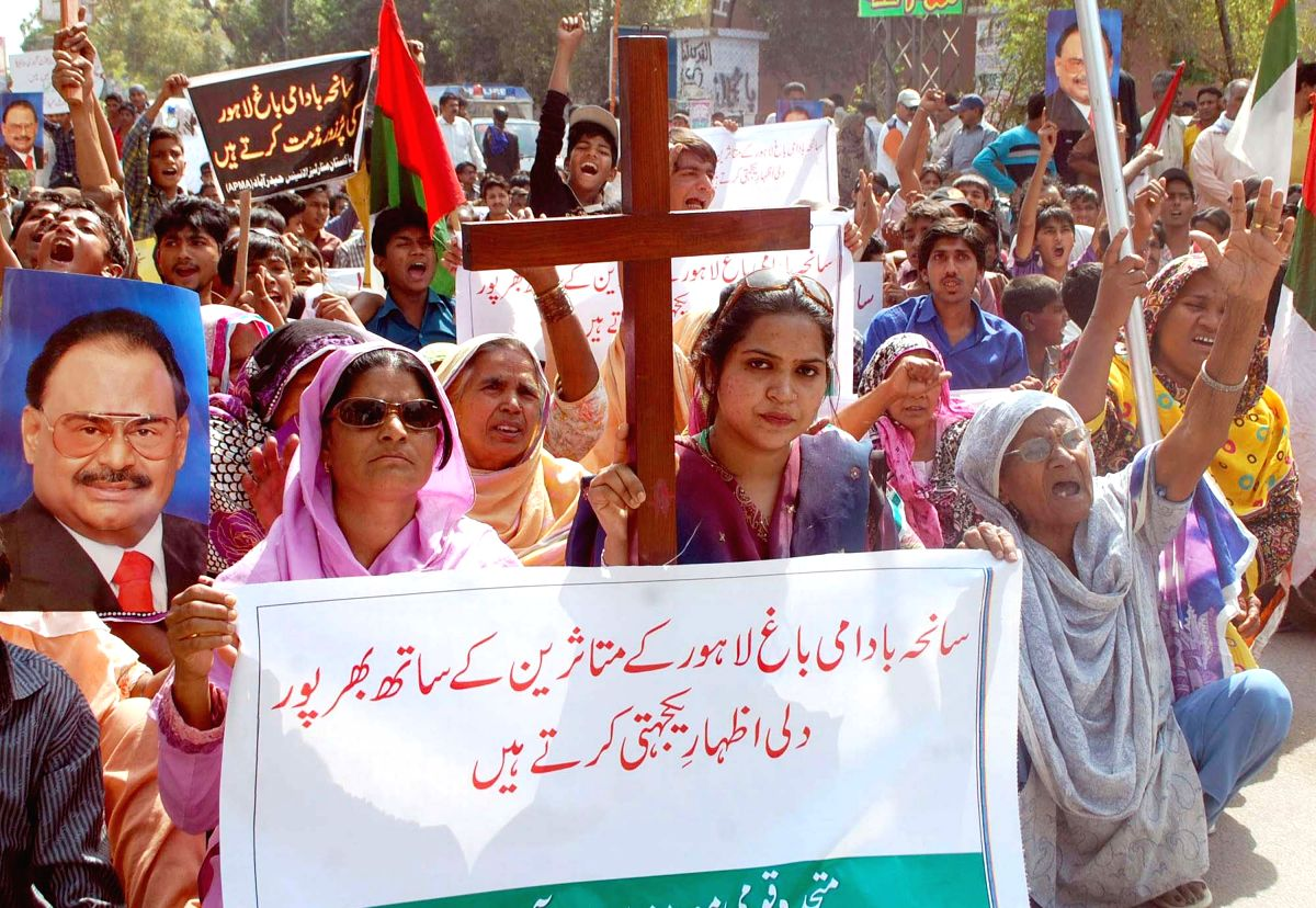 March 12, 2013 - Pakistan - HYDERABAD, PAKISTAN, MAR 12: Members of Christian Community chant slogans against .Badami Bagh Lahore incident during protest rally arranged by Muttahid Qaumi Movement .(MQM) in Hyderabad on Tuesday, March 12, 2013. (Credi