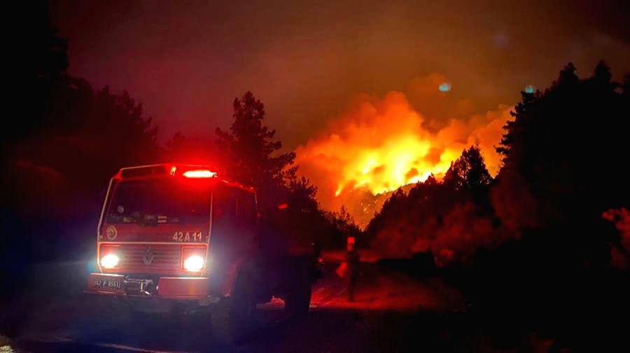 Massive wildfire erupts in Turkey.