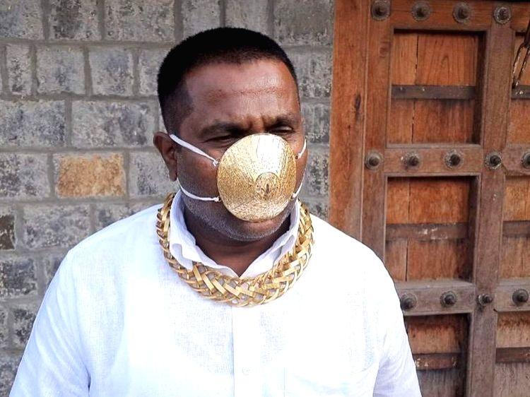 Meet the Pune man with the 'golden mask'. (Photo Credit: Twitter/@moni_tiwari)
