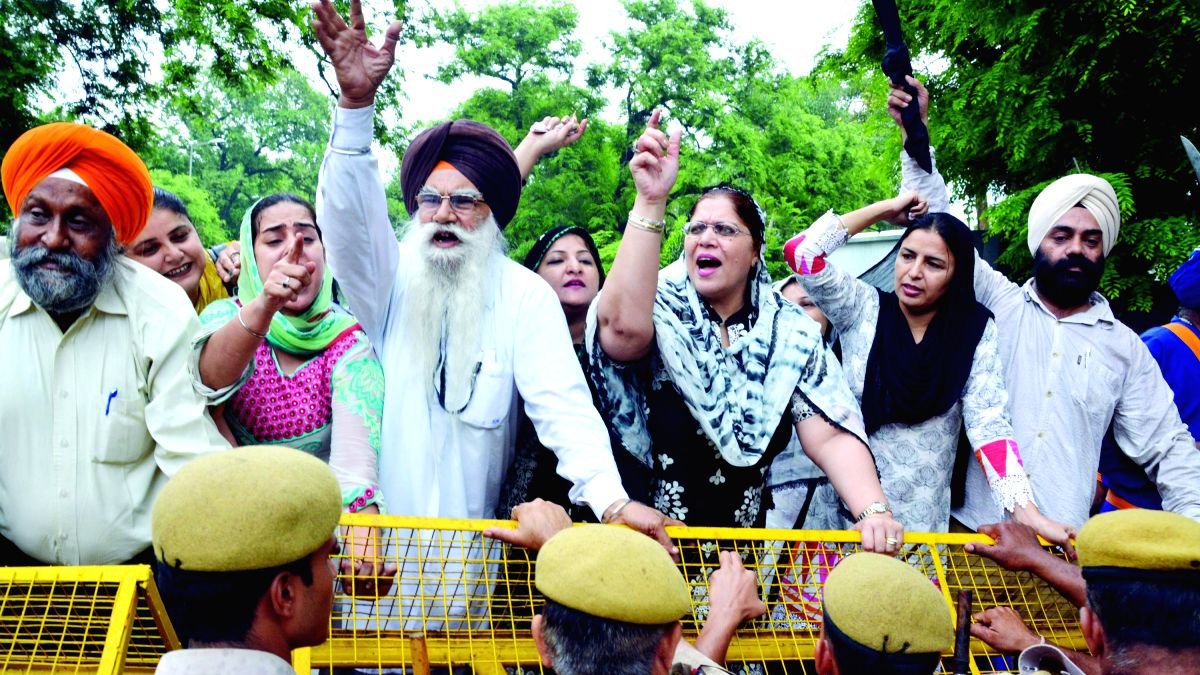 Members of the Shiromani Akali Dal demonstrate against the formation of separate Gurdwara Committee for Haryana near Congress chief Sonia Gandhi's residence in New Delhi on July 18, 2014.