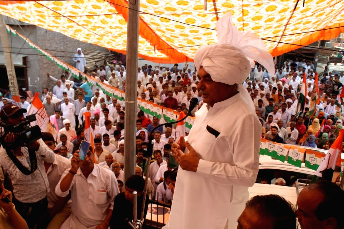 MMeham: Congress leader and star campaigner Bhupinder Singh Hooda addresses a gathering during an election rally ahead of Haryana Assembly polls, in Meham on Oct 17, 2019. The state will go to polls for the 90-member assembly on October 21. (Photo: I