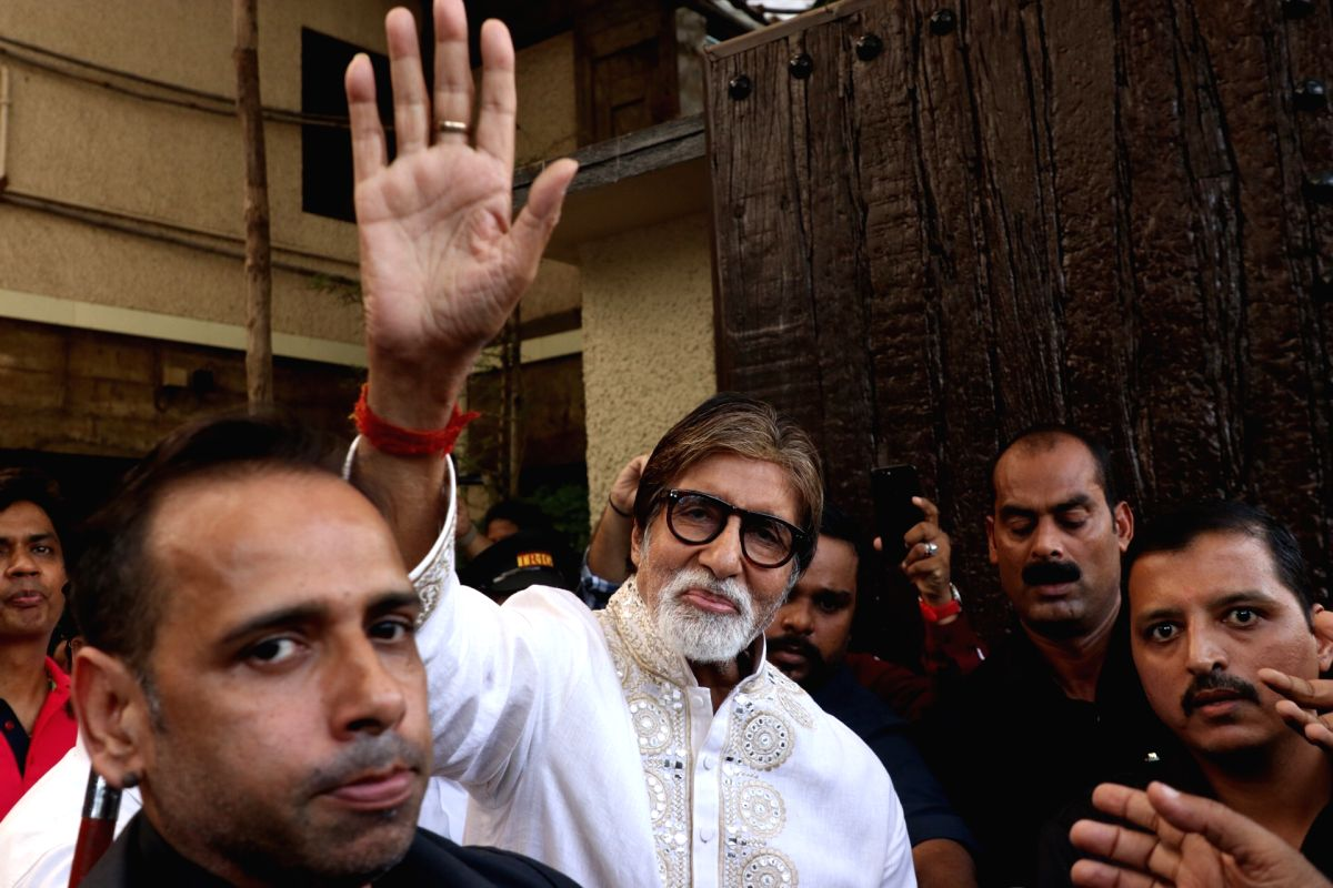 "Mumbai: Actor Amitabh Bachchan greets fans who gathered outside his residence ""Prateeksha"" to wish him on his 77th birthday, in Mumbai on Oct 11, 2019."
