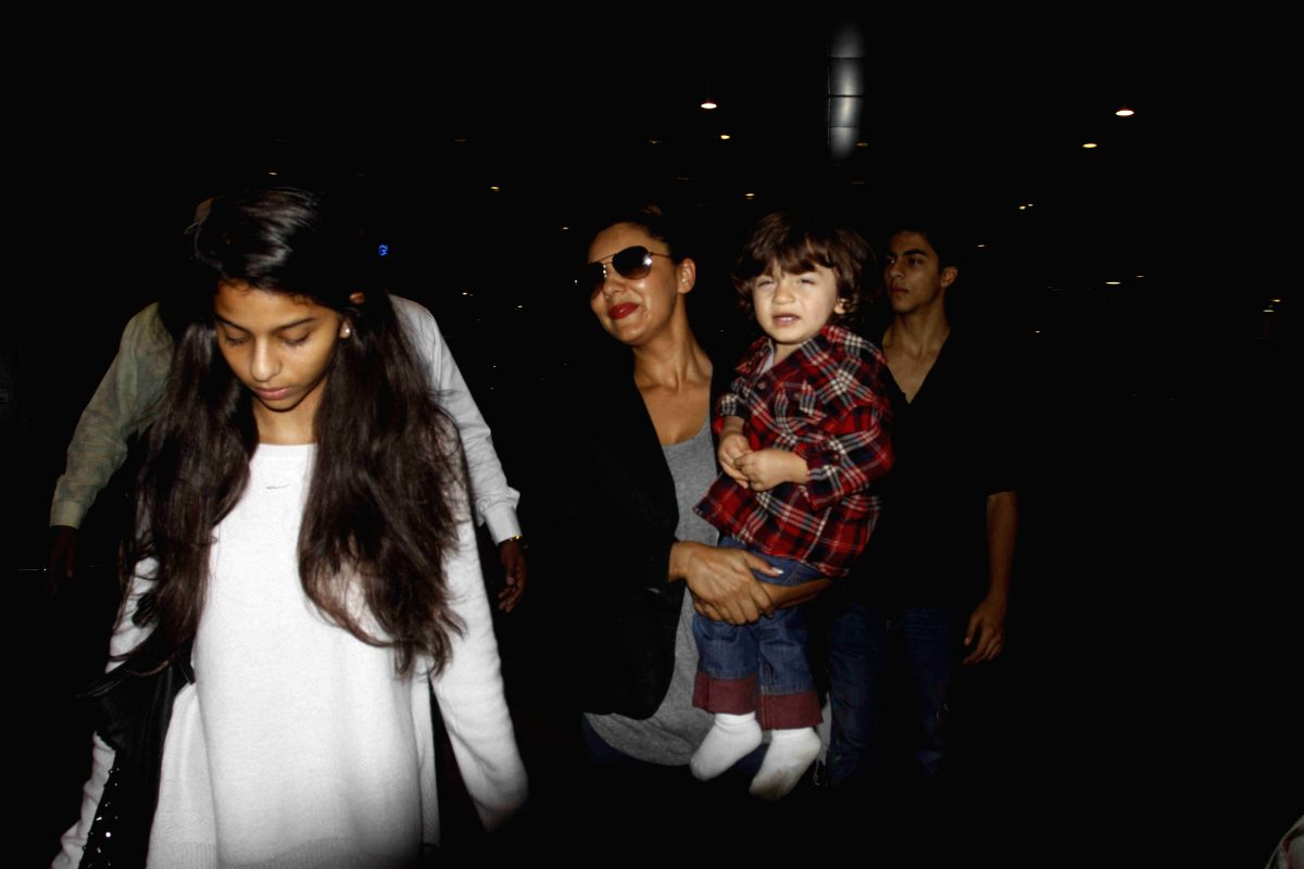 Here is Gauri again with daughter Suhana and littlest son AbRam