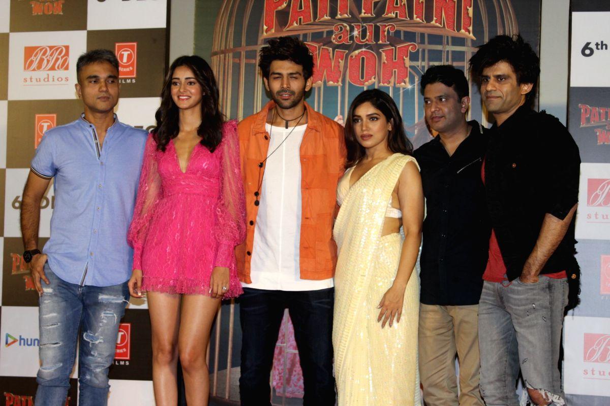 "Mumbai: Director Mudassar Aziz and producers Bhushan Kumar and Juno Chopra with actors Kartik Aaryan, Ananya Pandey and Bhumi Pednekar at the trailer launch of their upcoming film ""Pati Patni Aur Woh"" in Mumbai on Nov 4, 2019."