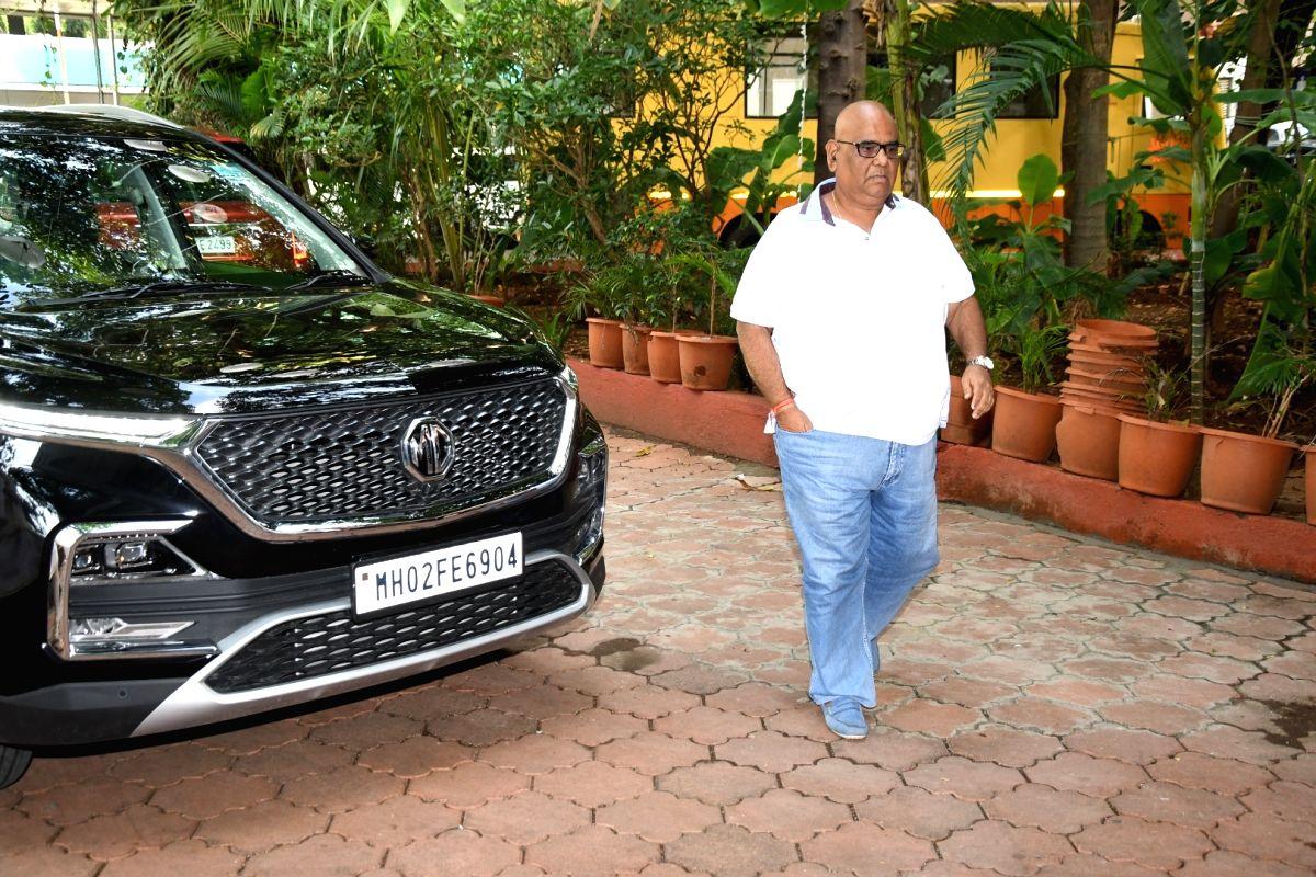 Mumbai: Director Satish Kaushik arrives at the prayer meet organised for late Producer Champak Jain, in Mumbai on Nov 2, 2019.
