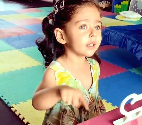 """Mumbai, June 10 (IANS) Ahead of International Yoga Day, actor Kunal Kemmu has been giving yoga tips to his little daughter Inaaya. He is also teaching her how to chant """"Om""""."""