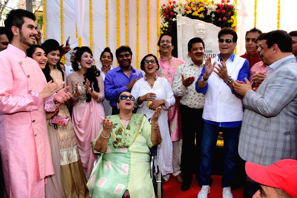 Legendary National Award winning playback singer Mahendra Kapoor's grandson Sidhant Kapoor, his wife Nikhita Kapoor and other family members including Rishika Bahri, Neerja Kapoor, Ruhan Kapoor, Praveen Kapoor with actors Johnny Lever and Jee