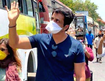 Mumbai, May 28 (IANS) Governor of Maharashtra Bhagat Singh Koshyari has praised Bollywood star Sonu Sood for extending help to stranded migrant labourers, and ensuring safe travel for them.