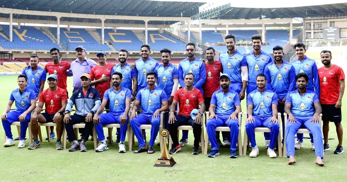 :Mumbai players pose with Vijay Hazare Trophy after winning the final match against Delhi in Bengaluru on Oct 20, 2018. .