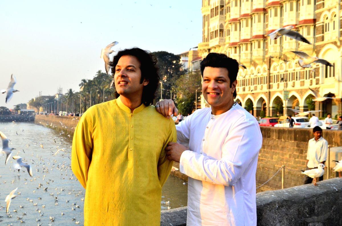 Mumbai: Sarod players Amaan and Ayaan Ali Bangash ahead of their concert, at Gateway of India in Mumbai on Jan 7, 2018.