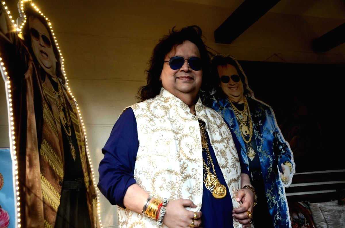 Mumbai: Singer Bappi Lahiri celebrates his birthday at Juhu in Mumbai on Nov 27, 2018.