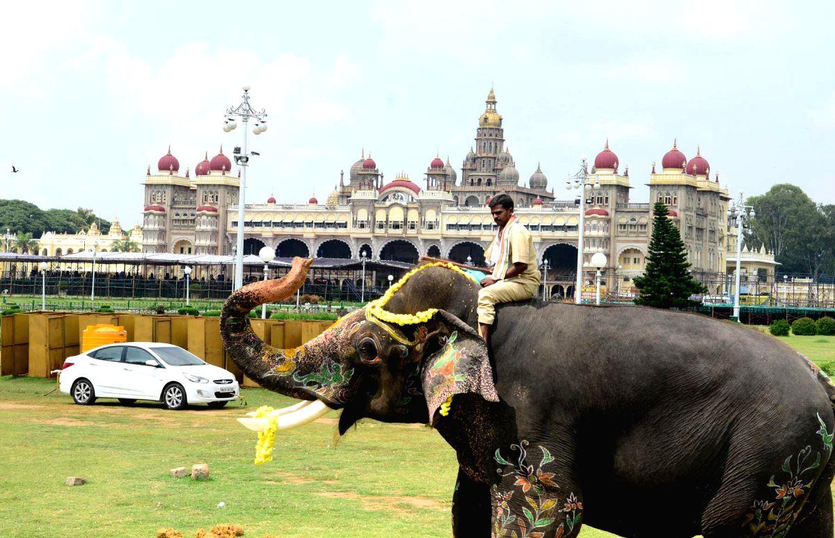 Mysuru (Karnataka), July 10 (IANS) The world renowned Mysuru Palace has been shut temporarily, following a palace worker's son testing Covid positive, an official said on Friday.