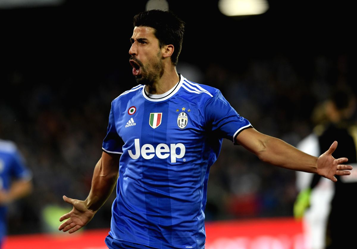 NAPOLI, April 3, 2017 (Xinhua) -- Juventus' Sami Khedira celebrates after scores during the Italian Serie A soccer match between Napoli and Juventus in Napoli, Italy, April 2, 2017. The game ended with a 1-1 tie. (Xinhua/Alberto Lingria/IANS)