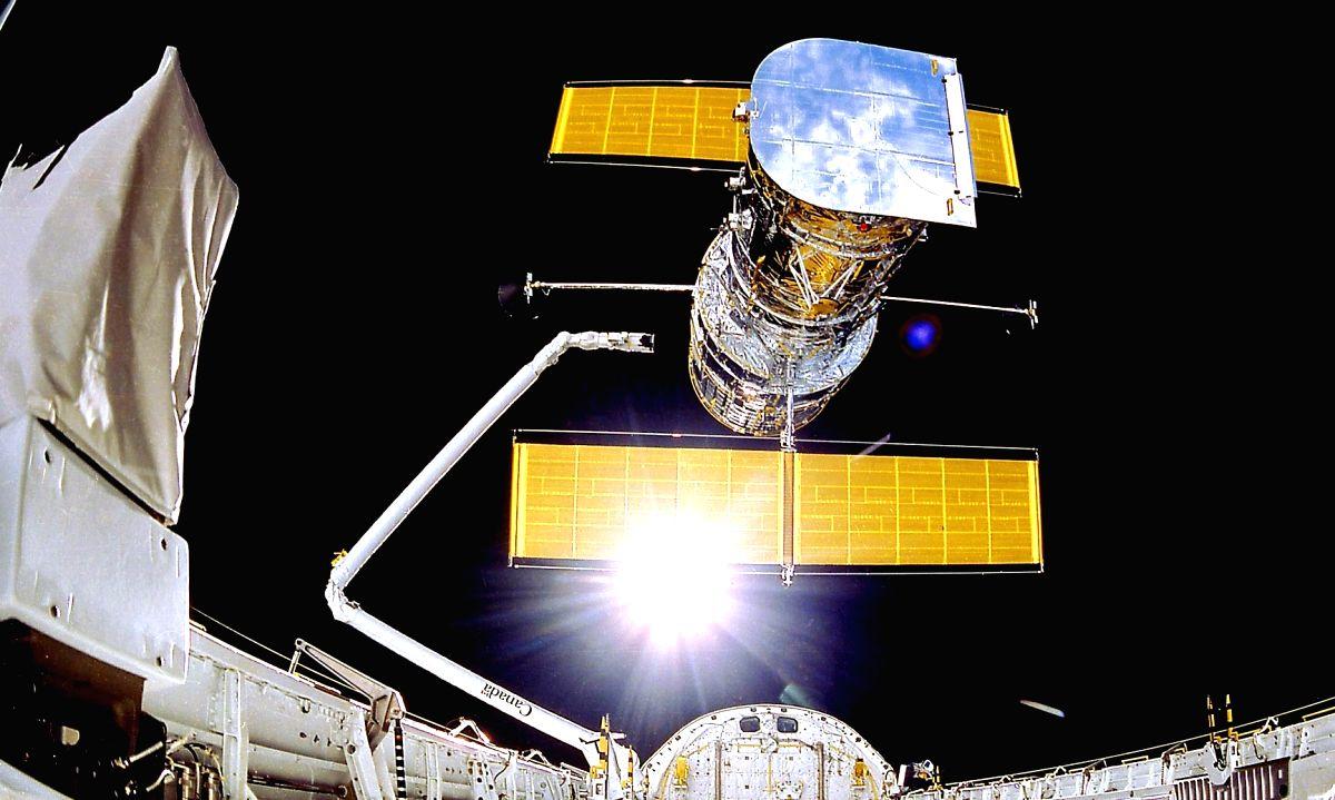 NASA's Hubble Space Telescope (Credits: NASA/Smithsonian Institution/Lockheed Corporation)