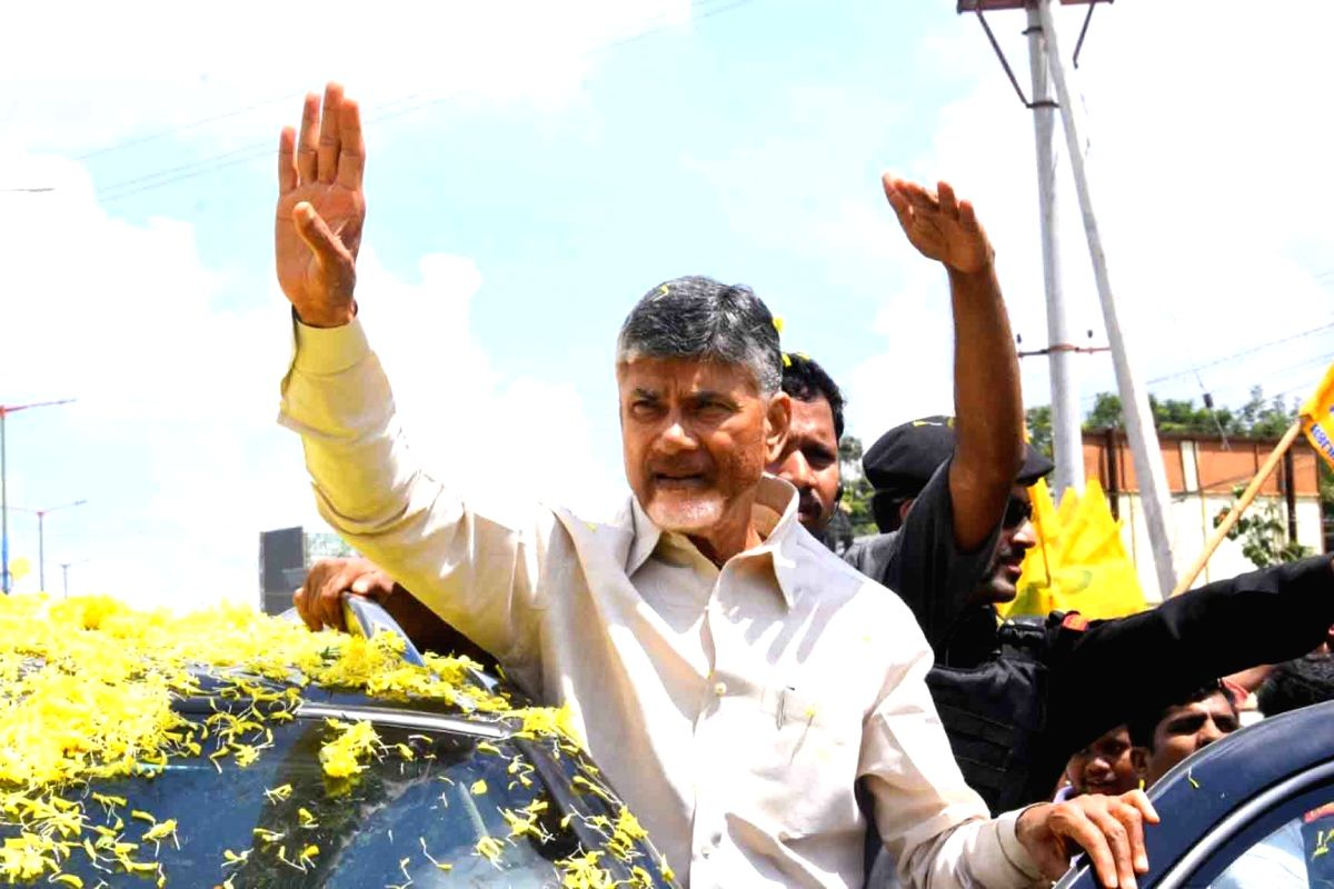 Nellore: TDP President N. Chandrababu Naidu being welcomed by party workers on his arrival to address party cadres, in Andhra Pradesh's Nellore, on Oct 14, 2019.