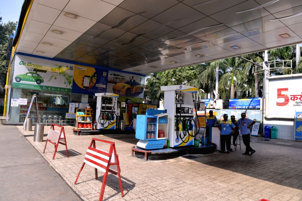 New Delhi: A deserted petrol pump in New Delhi on Oct. 22, 2018. Delhi Petrol Dealers Association said in a statement that petrol pumps and linked CNG stations will remain shut in protest against Delhi government's refusal to reduce vat on fuel. (Pho