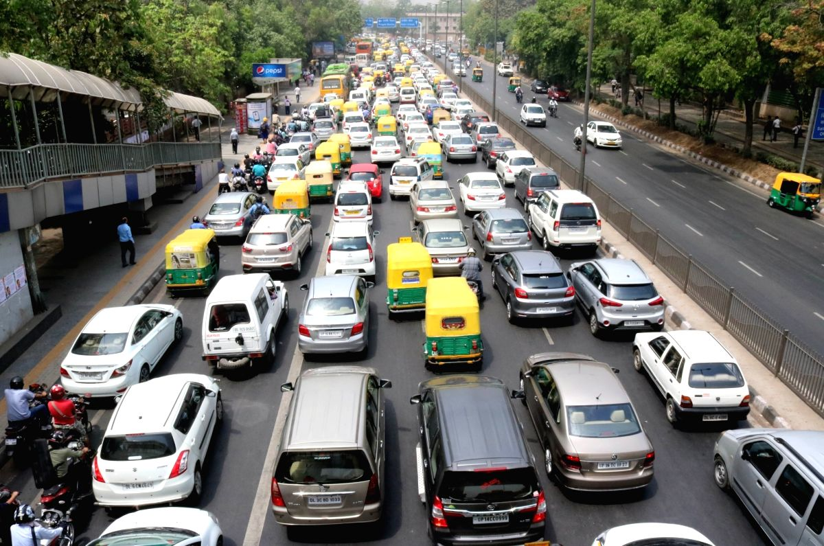 New Delhi: A view of Delhi traffic on the fifth day of implementation of odd-even traffic scheme aimed at battling pollution in New Delhi on April 19, 2016.