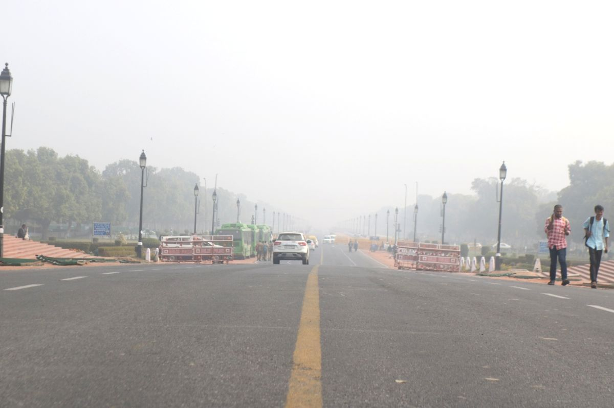 New Delhi: A view of the Rajpath on a cold foggy morning in New Delhi, on Feb 2, 2019.