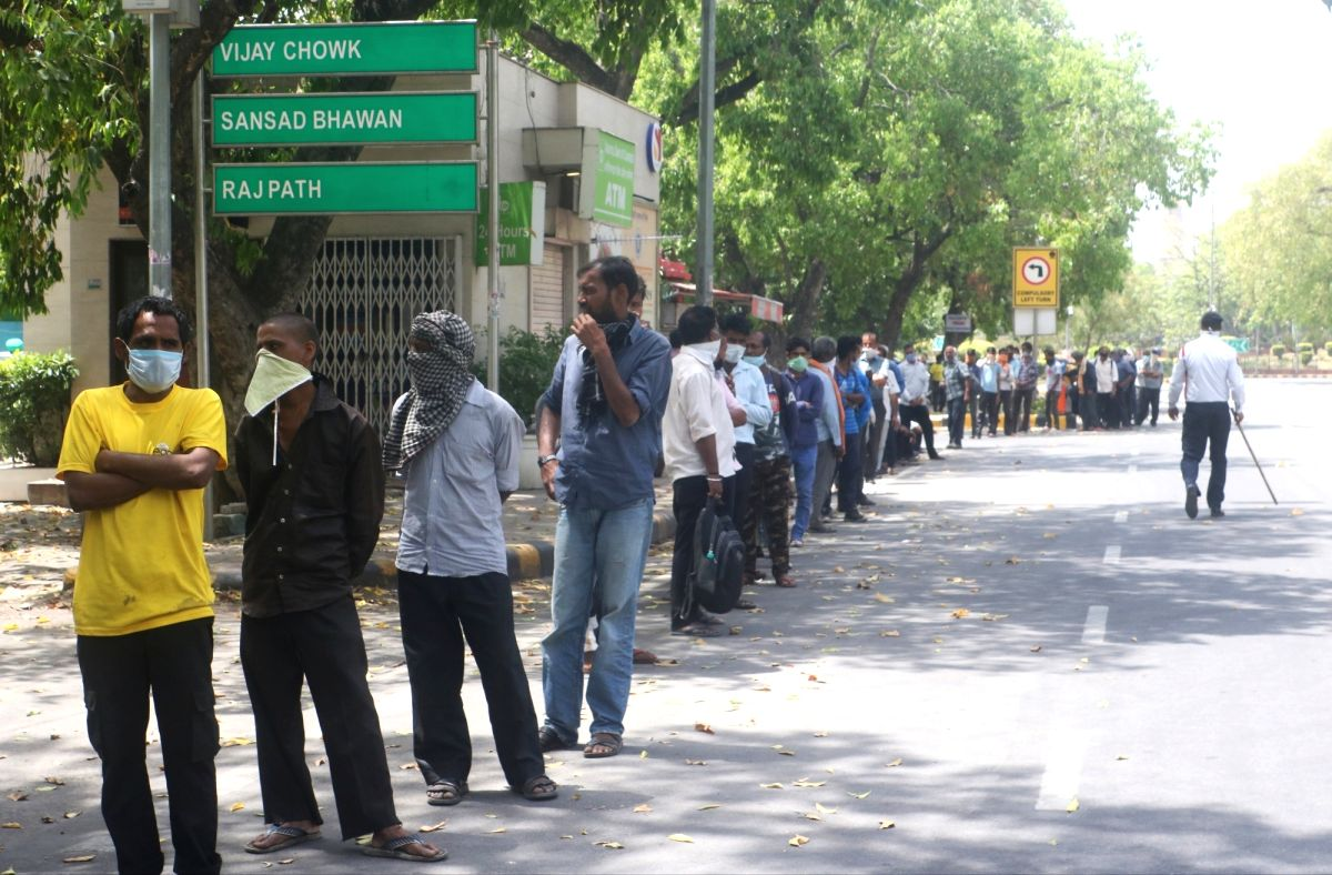 New Delhi, April 16 (IANS) The Delhi government has provided grain to over 300,000 poor, who lacked ration cards, to help them tide over the lockdown, according to the Food and Supply Department here on Thursday.