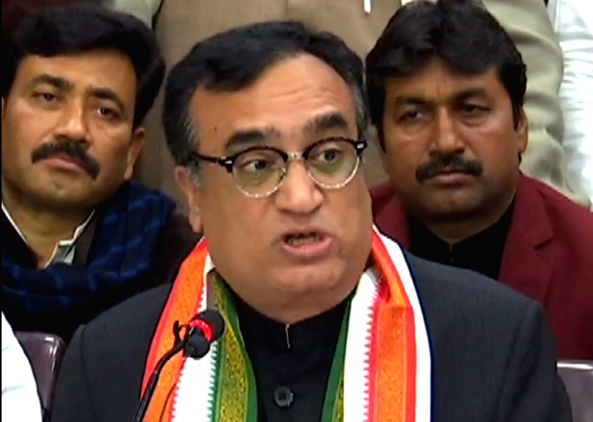 New Delhi, April 17 (IANS) Congress leader Ajay Maken on Friday slammed the Delhi government for giving the go-ahead to private schools to charge one-month tuition fee and demanded that the state should bear major part of the expenses on salaries of