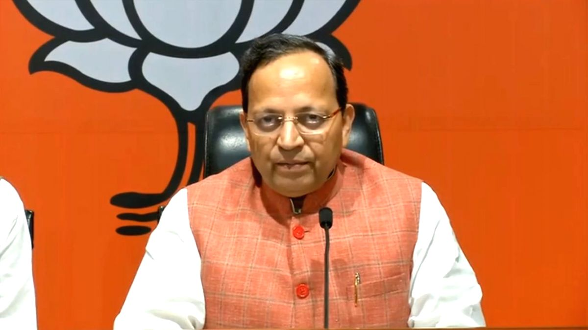 New Delhi: BJP leader Arun Singh addresses a press conference at the party's headquarters in New Delhi on Oct 1, 2019.
