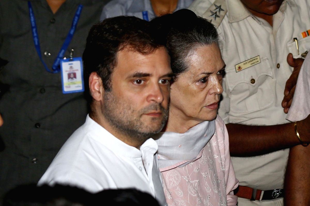 New Delhi: Congress leaders Sonia Gandhi, Rahul Gandhi arrive to pay tribute to Arun Jaitley at his residence in New Delhi on Aug 24, 2019.