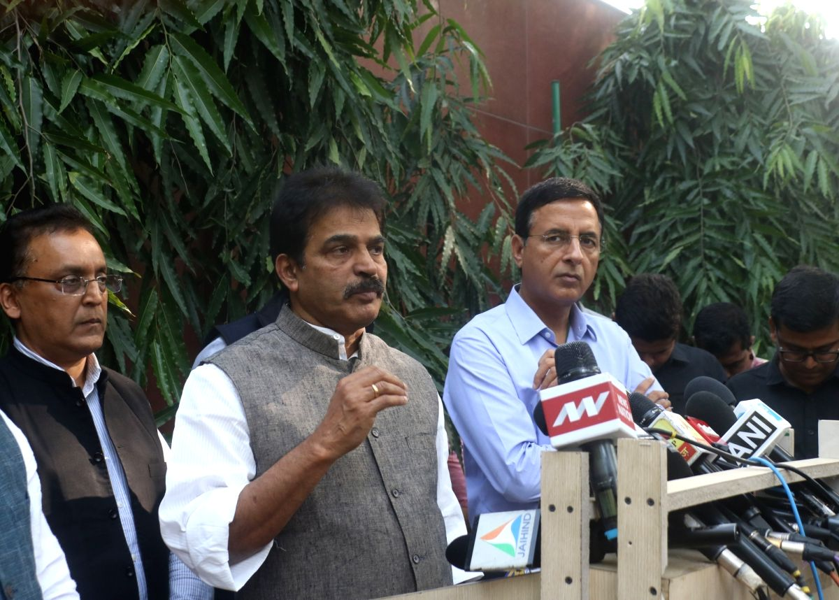 New Delhi: Congress President General Secretary K.C. Venugopal accompanied by party spokesperson Randeep Singh Surjewala talks to the media ahead of attending a party meeting at party president Sonia Gandhi's residence, in New Delhi on Nov 16, 2019.