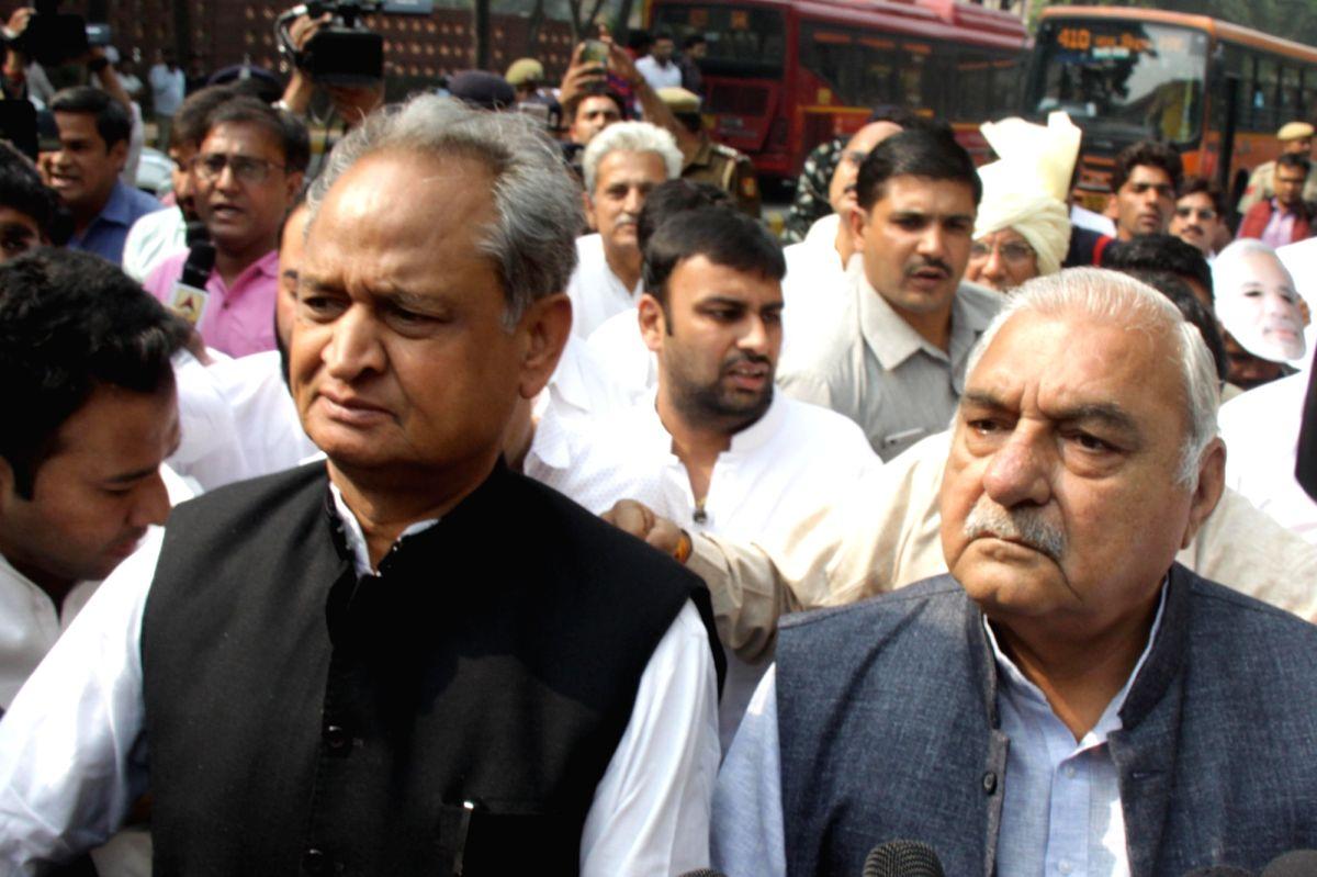 New Delhi: Congress senior leader Ashok Gehlot with workers protest on 2nd anniversary of demonetisation in Delhi on Nov. 9, 2018.