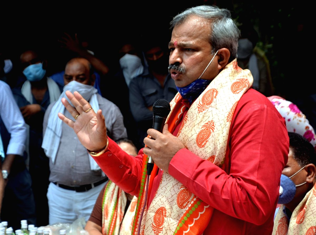 New Delhi: Delhi BJP chief Adesh Gupta addresses at the distribution of ration kits among auto rickshaw drivers amid COVID-19 pandemic at a government school in East Delhi's Laxmi Nagar, on July 18, 2020.