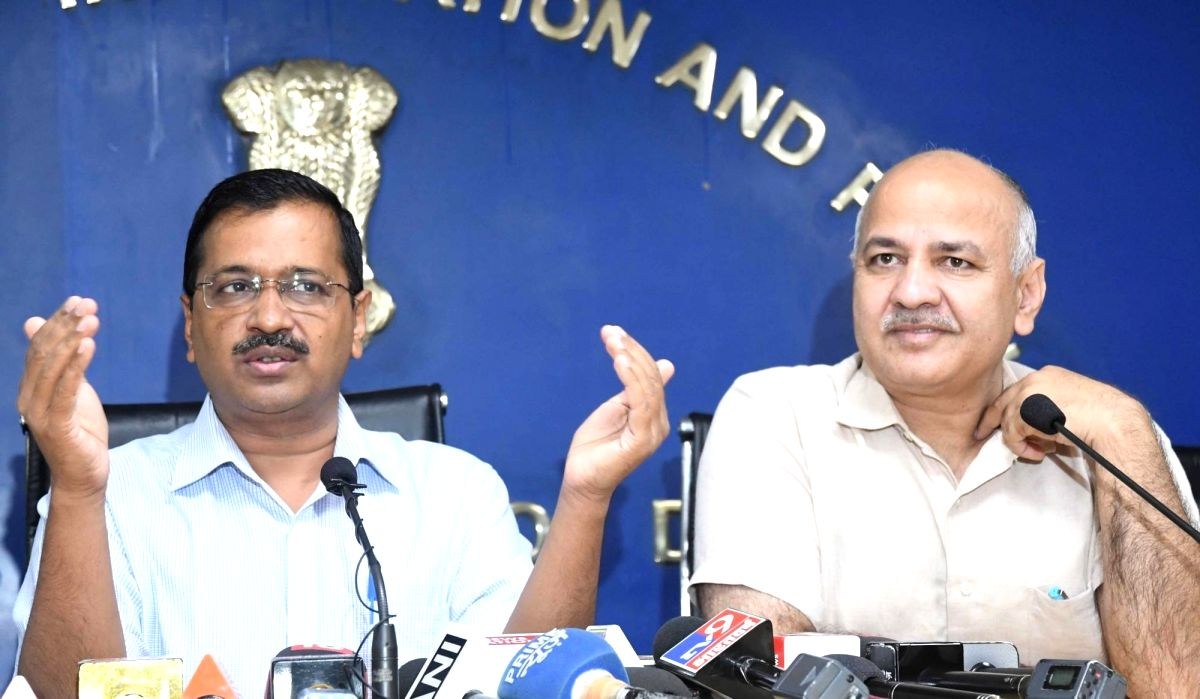 New Delhi: Delhi Chief Minister Arvind Kejriwal along with Deputy Chief Minister Manish Sisodia during a press conference in New Delhi on Oct 21, 2019.