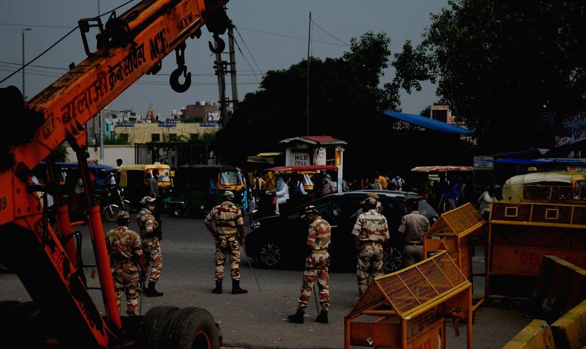 New Delhi: Delhi police with CISF alert at Bopura Border during Bharat Bandh in East Delhi on Monday, September 27, 2021. (Photo: Qamar Sibtain/ IANS)
