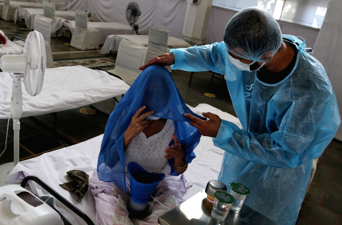 New Delhi : Doctors wearing PPE to attend  Covid-19 Patients at Guru Tegh Bahadur Medical Isolation & Treatment Centre, Gurudwara Rakabganj, the centre 400 Oxygen beds facility total number of discharge patients 02 on today in New Delhi on  Thursday