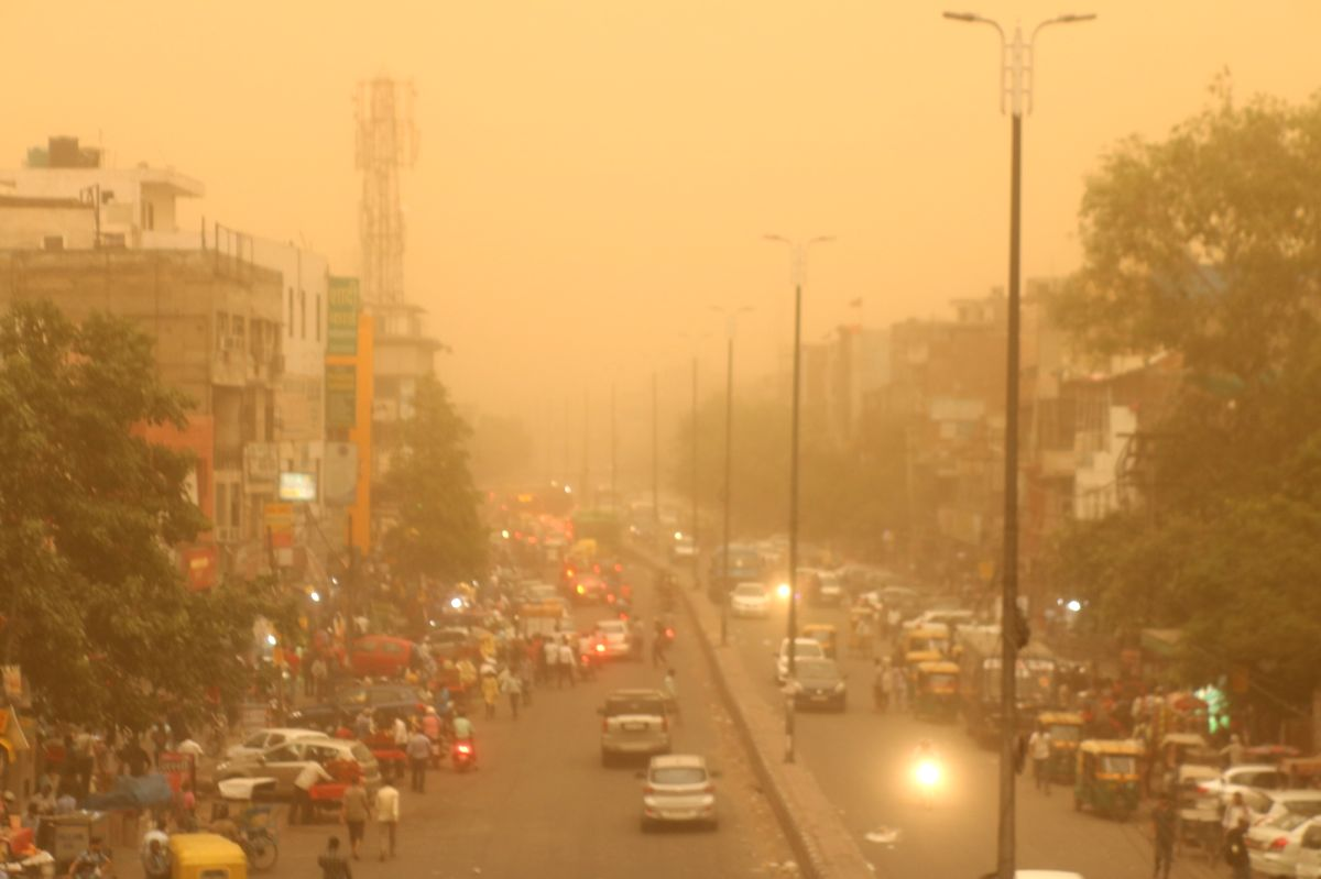 New Delhi: Dust storm hits New Delhi on June 12, 2019.