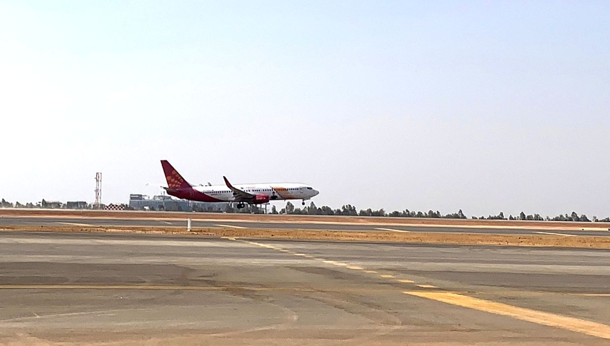 New Delhi, March 27 (IANS) Budget passenger carrier SpiceJet has offered its aircraft to operate few flights from Delhi and Mumbai to Patna to fly take migrant labourers, particularly from Bihar, who have got stuck in various parts of the country due