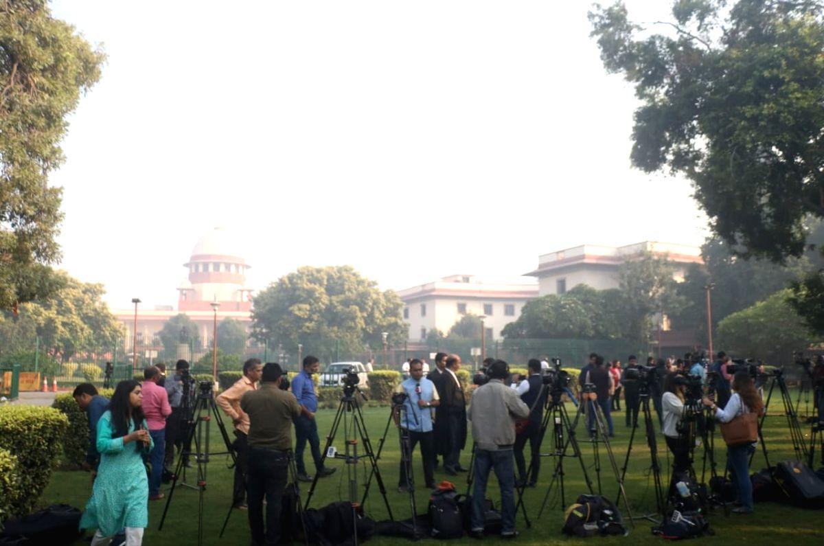 New Delhi: Media waiting for Ram Janambhumi verdict at Supreme Court in New Delhi on Nov 9, 2019.