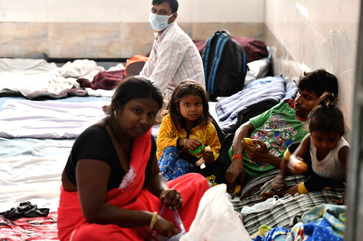 New Delhi: Migrant workers sheltered inside a Government school on Day 6 of the 21-day nationwide lockdown imposed to contain the spread of coronavirus, in New Delhi's Ghazipur on March 30, 2020.