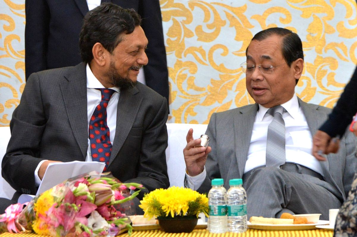 New Delhi: Outgoing Chief Justice of India (CJI) Ranjan Gogoi with Chief Justice of India-designate S.A. Bobde during a farewell programme organised on his last working day at the Supreme Court, in New Delhi on Nov 15, 2019.
