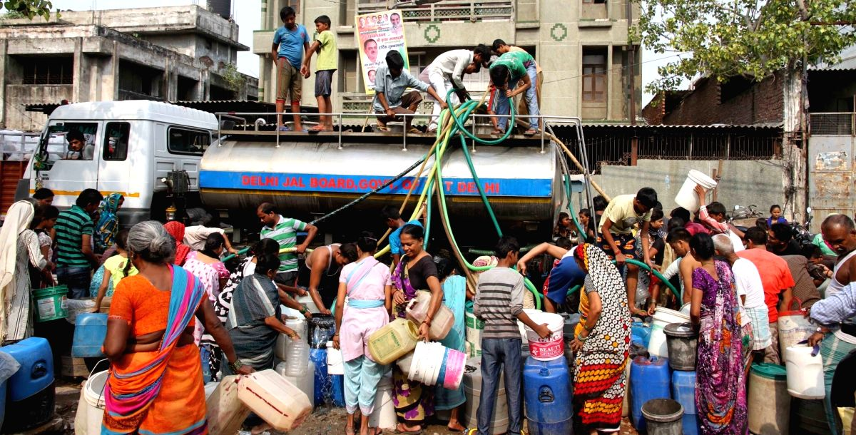 New Delhi: People fill water from a Delhi Jal Board water tanker in New Delhi, on May 25, 2017.