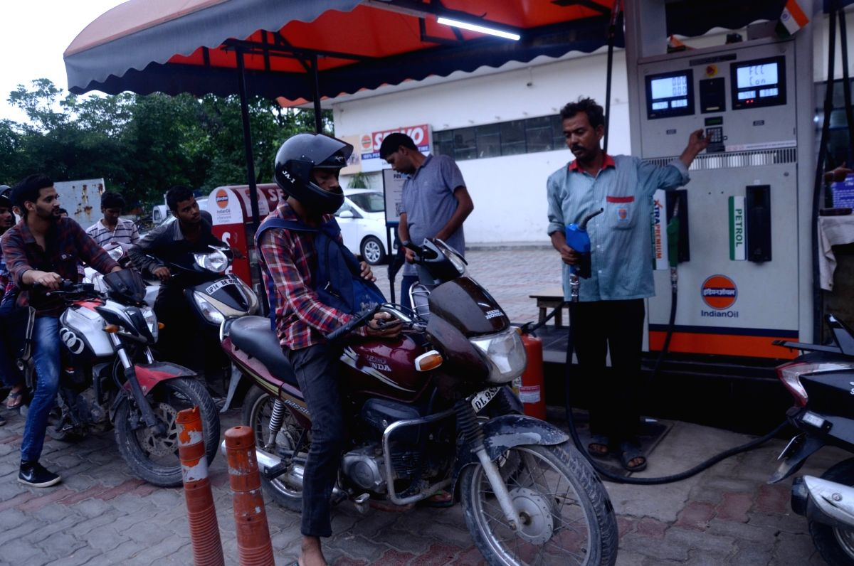 New Delhi: People get the petrol tank of their two-wheelers filled at a petrol pump, in New Delhi on Sept 7, 2018. Both petrol and diesel prices have been at their all-time high in the country for around a week now. Petrol price was hiked by 48 paisa