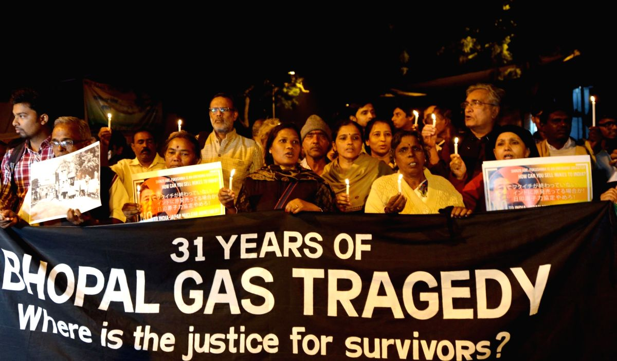 New Delhi: People participate in a rally to observe 31st anniversary of the Bhopal gas tragedy in New Delhi, on Dec 3, 2015.